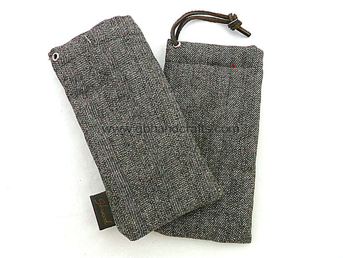 1653 - wool glasses pouch