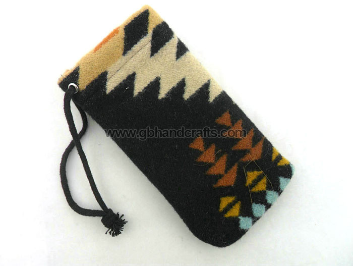 1657 - wool glasses pouch